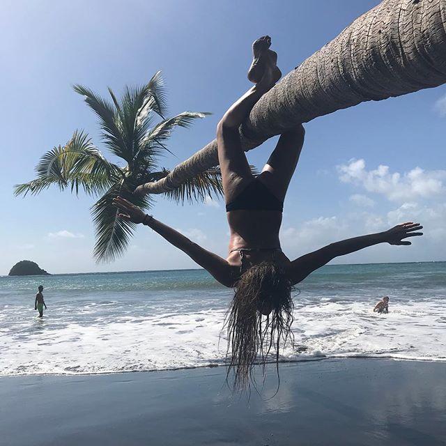 Tu la connais cette position de yoga ? #mygirl #strongisthenewpretty #cilouenmartinique #ansecouleuvre #martinique