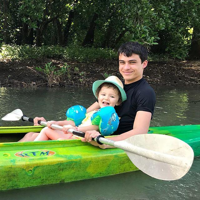 Le jeune homme parfait, tendre, attentionné, sportif... #mangrove #cilouenmartinique #martinique