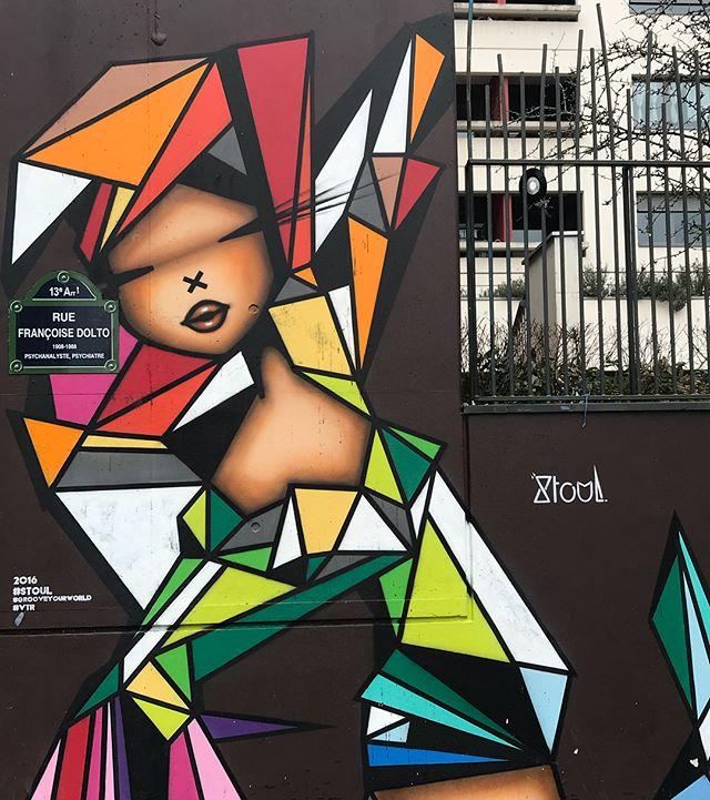 Petite pêche de graffitis au sortir d'un déjeuner avec les copines #streetart #graffiti #paris