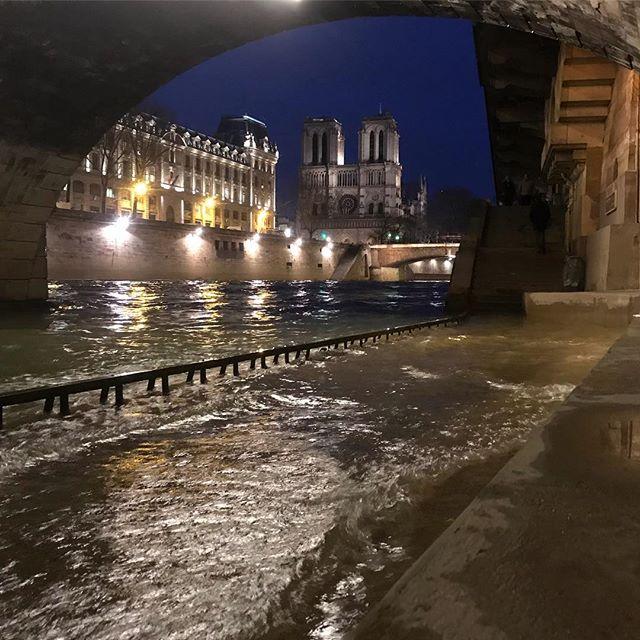 Ce n'est pas totalement fini la crue à Paris... #paris #crueaparis