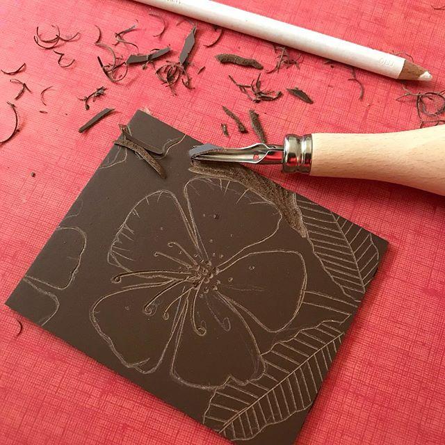 Atelier linogravure avec @claradebray chez @klindoeil ! J'adore, j'adore, j'adore ! #linogravure #lino #gravure