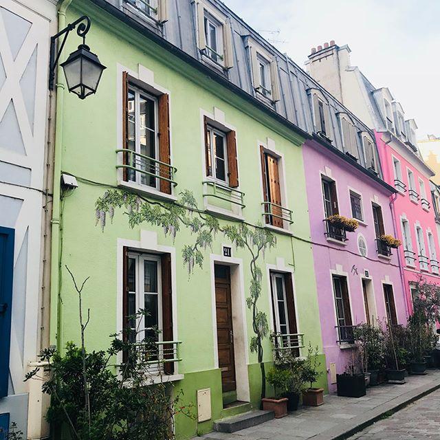 La rue Crémieux, c'est un peu notre Notting Hill à nous :) #paris #ruecremieux #frenchnottinghill