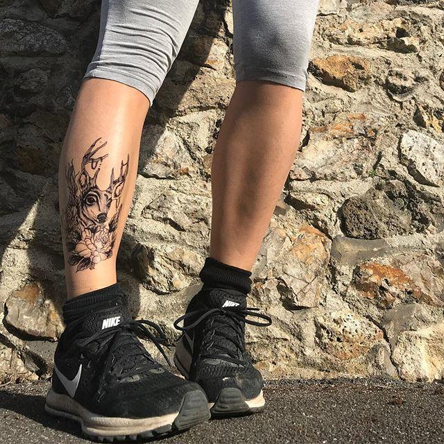 Si je cours super vite avec mon tatouage, est-ce que je deviens un cerf-volant ? #roucasserie #blaguedepapa #runninggirl #paslesmemeschaussettes #tatouageephemere #ciloubidouilletattoo