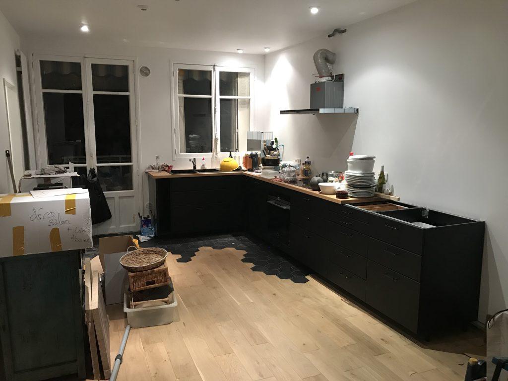 cuisine ikea noire en construction