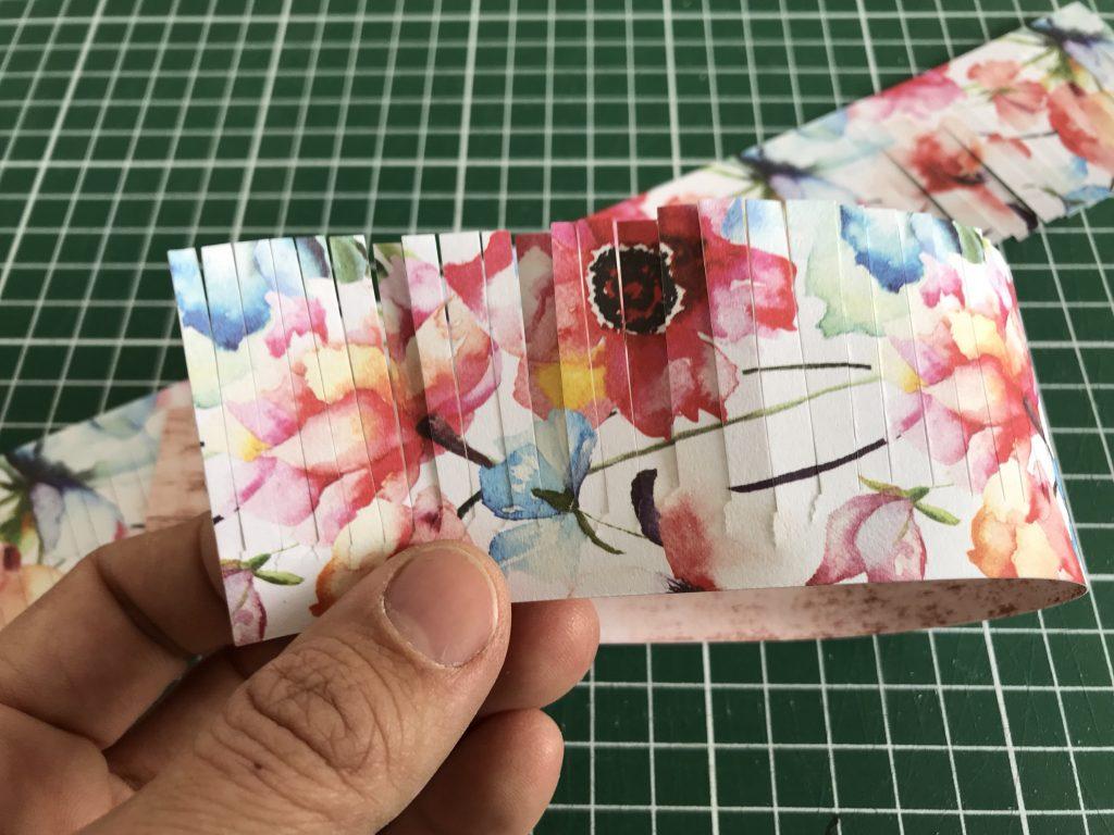 bandes de papier découpé