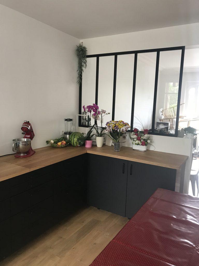 cuisine noire avec verrière
