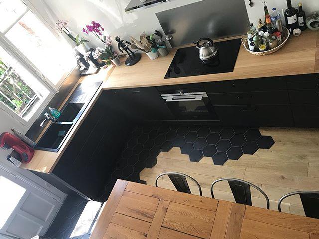 Dernière photo de ma cuisine pour vous annoncer la publication du second article racontant l'installation des meubles et de la verrière. Après je ne vous embêterai plus avec cette pièce :) #cilounewhome #blackkitchen #cuisine #ikeakitchen
