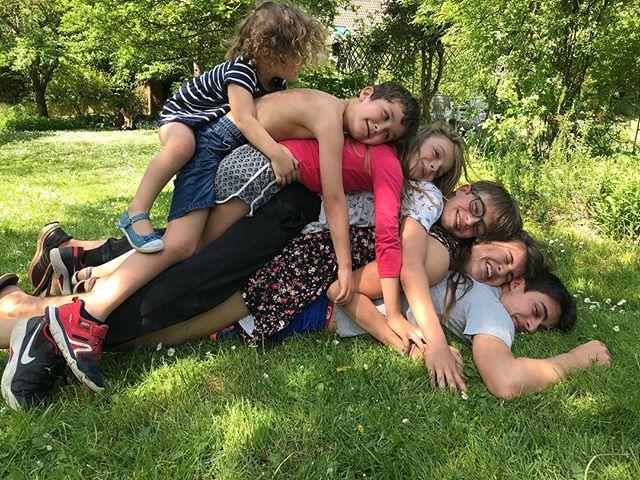 Touuuuusssss sur Erwan !!! #familytime #dimanchechezmaman #cousin