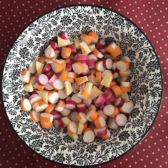 La salade chelou du midi ^^ #radis #surimi #gouda