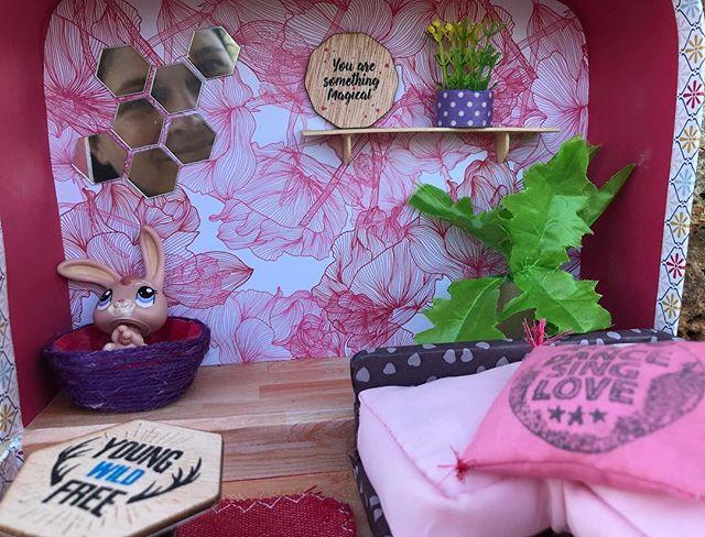 Ca parle maison de poupée dans une valise sur mon blog :). #ciloubidouille #dollhouse #suitcasedollhouse #maisondepoupee