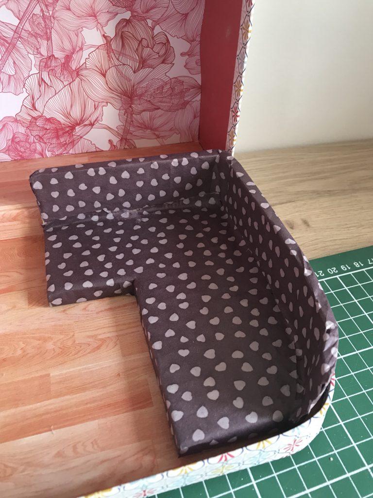 Maison de poupée - DIY canape en carton