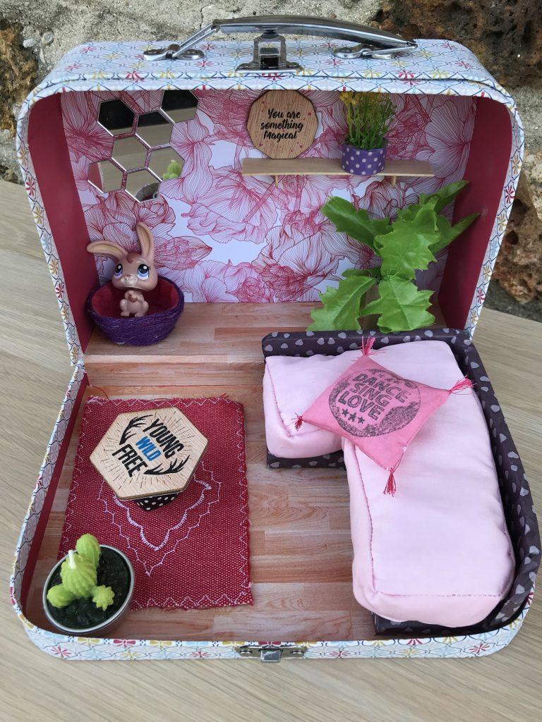 Maison de poupée - suitcase dollhouse