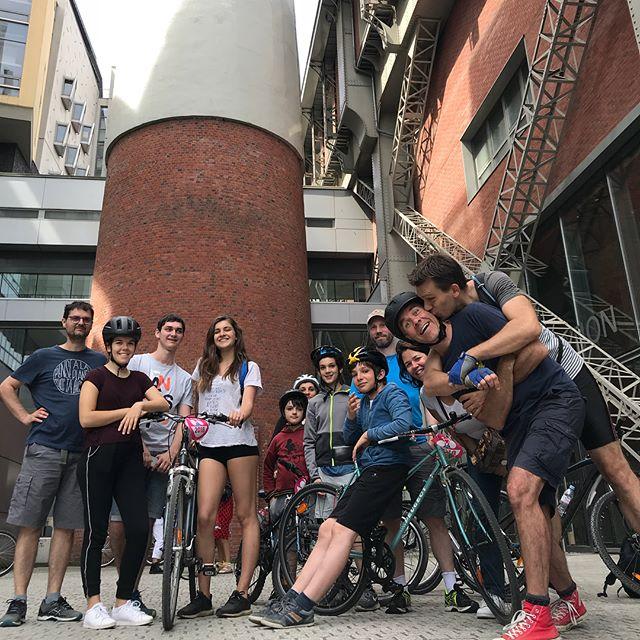 Vélotour 2018. Soleil, joli parcours, copains... Nous sommes passés par l'hypodrome de Vincennes, l'école du breuil, les Arts et Métiers, les Gobelins, les hôpitaux de Saint-Maurice, l'aquarium du palais de la porte dorée, la coulée verte... Super chouette ! #velo #velotour #parisavelo