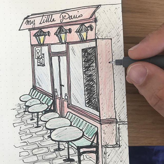 Ouverture de ma page bujo qui rassemblera mes idées de virées parisiennes. J'espères que les boutiques notées seront moins de guingois que celle de mon dessin ^^ ! #ciloudrawings #ciloubidouillebujo #bujo #bulletjournalfr #ciloubidouilledrawing #mylittleparis #drawing #paris #dessin