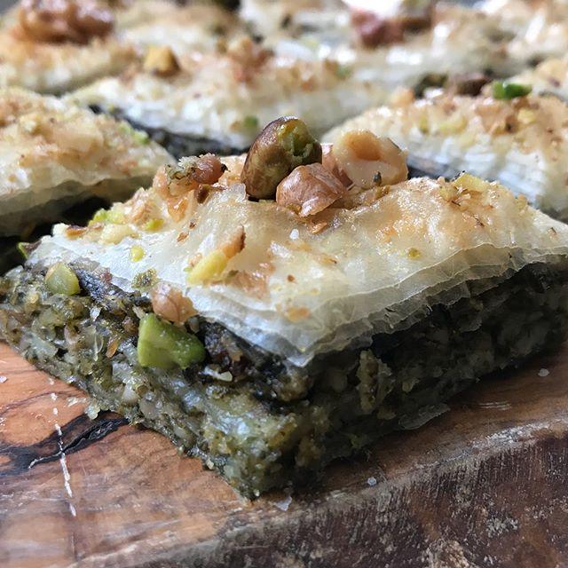 Sur le blog, ca parle de baklavas salés (aux épinards). Vous allez voir, une fois le principe compris, vous allez adorer inventer votre version gourmande ! #baklava #greekfood #cuisinemaison #baklavas