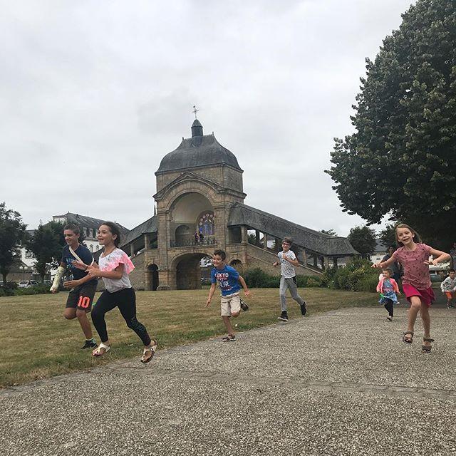 Lâchage d'enfants à Saint-Anne d'Auray #saintannedauray