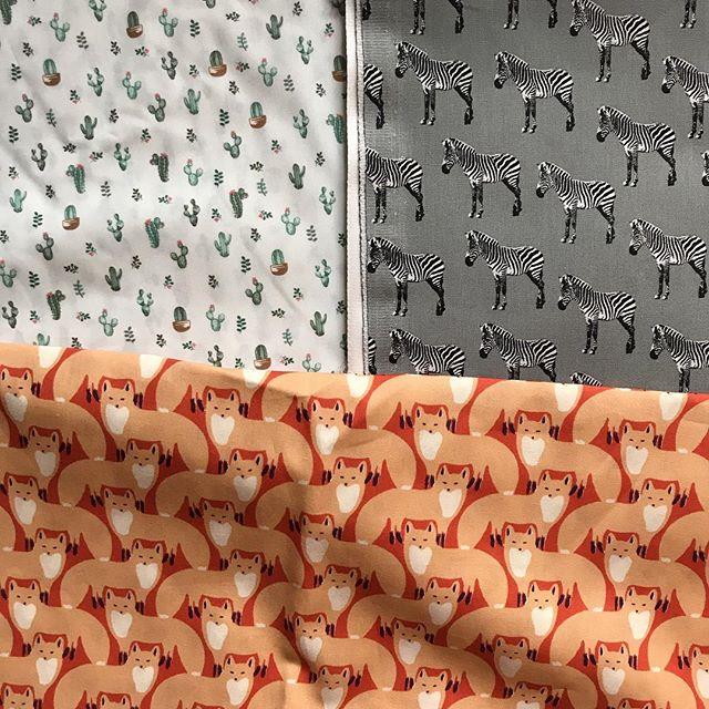 J'ai acheté ces trois coupons chez @papapiqueetmamancoud . Vous en feriez quoi vous ? Sachant qu'ils font 2mx1,4 chacun :). Si vous avez des liens vers des confections sans patron, je prends (le genre qui parle en géométrie «tu fais un grand rectangle...» plutôt qu'en patron japonais...) #couture #jeportecequejecouds #coupon #tissu