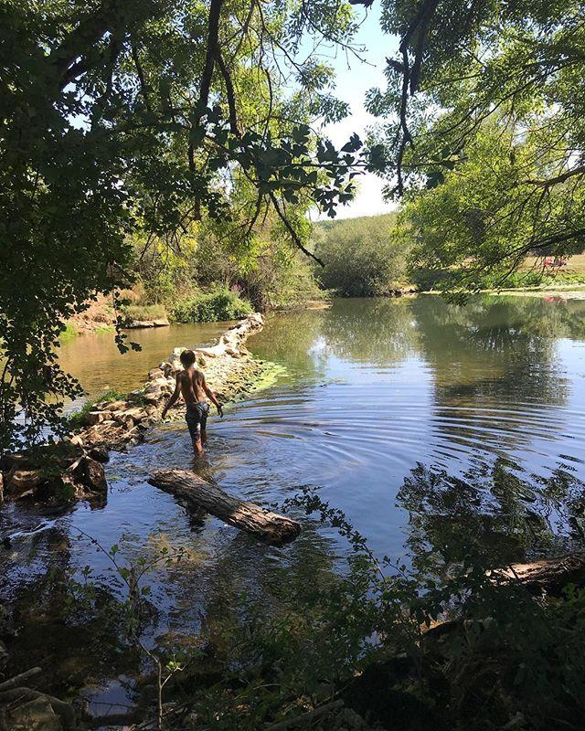 Baignade en rivière. L'eau froide ne rebute pas mes enfants :). #bourgogne #rivière