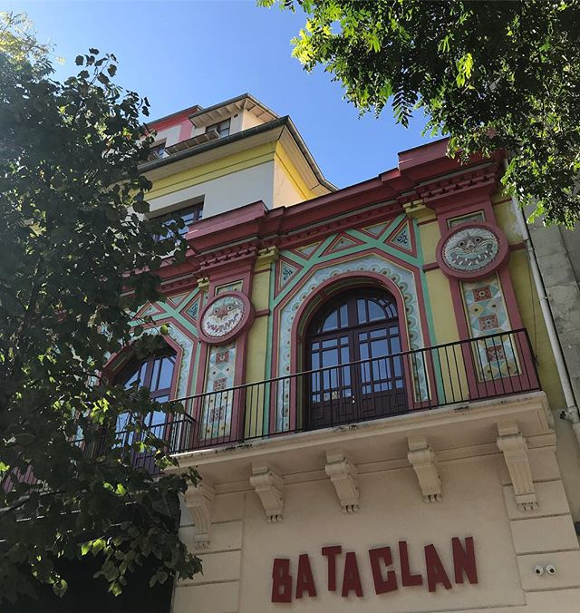 La jolie façade repeinte du Bataclan #paris #bataclan #parisjetaime