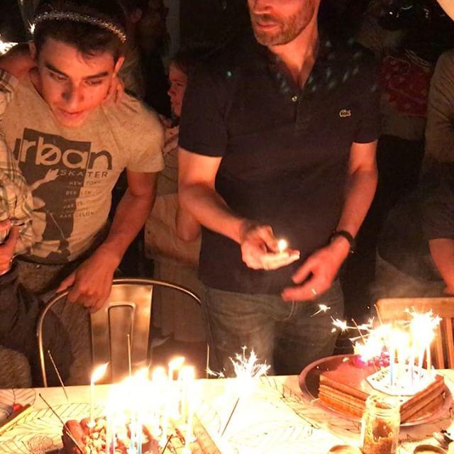 Erwan a soufflé ses 18 bougies, avec son neveu né le même jour que lui, douze ans après. Deux dragons selon les croyances chinoises :). La fête était jolie, familiale et pleine de joie. Très simple finalement, comme Erwan et son serre-tête en diamant ^^ ! #birthday #majorité #18ans