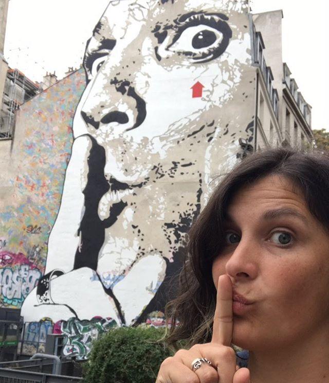 Paris sans voiture, le secret le plus partagé par les piétons. Le monde !!!! Et ces rues à la fois désertées et envahies. C'est franchement chouette.  #paris #parispassecret