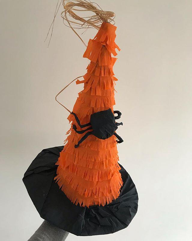 Piñata réalisée par un de mes élèves pendant l'atelier de jeudi ! Elle est chouette non ? @les_ateliers_de_la_renarde_ #piñata #halloweendecor #halloween #lesateliersdelarenarde