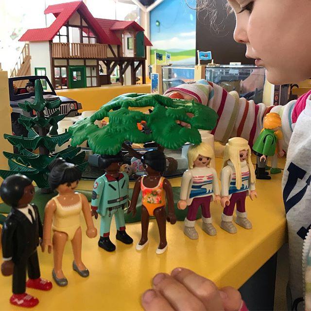 Matinée entre cousins au funpark de Playmobil à Fresnes. Pas trop de monde et tjrs ce sentiment que les enfants gardent longtemps leurs capacités à jouer avec leur imagination si on les y incite. #enavantleshistoires
