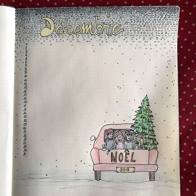 Ma page de Décembre de mon bullet journal. Elle me fait penser à une discussion récente avec mes 4 enfants. Je leur demandais si mes étranges sapins ne les dérangeaient pas et si ils n'avaient pas envie d'un vrai sapin de Noël cette année. Réponse ? Le seul qui voudrait un véritable pin, pour l'odeur, c'est mon mari ! Mes enfants n'ont aucune madeleine d'un arbre recouvert de guirlandes brillantes et clignotantes. Je vais donc continuer mes extravageances créatives et acheter une bougie au parfum de sapin ^^ ! Et chez vous ? Tradi le sapin ou original ? #chrismas #bulletjournal #december #decembre #bujo #ciloubidouillebujo #ciloudrawings #ciloubidouilledrawing