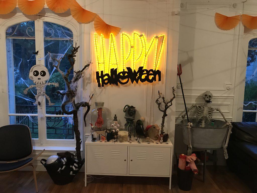 Décoration d'Halloween - cabinet de curiosités