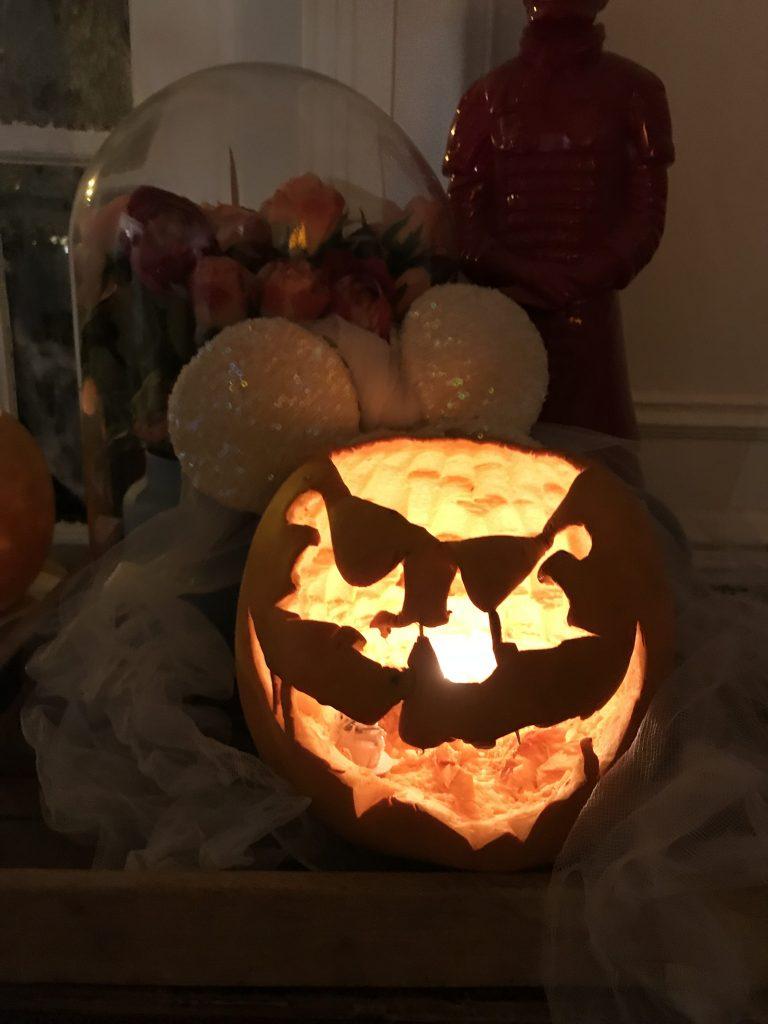 Décoration d'Halloween - citrouille sculptée