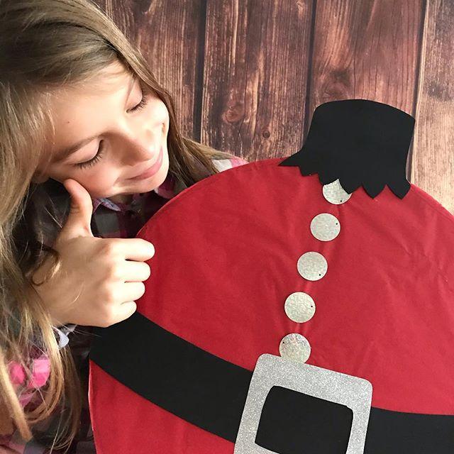 Le calendrier de l'avent mega grosse boule de Noël est sur le blog. Je vous raconte sur un ton... heu... joyeux le tuto pour réaliser cette petite chose en carton :). #calendrierdelavent #calendrierdelavent2018 #adventcalendar #ciloubidouille #diy #diychristmas