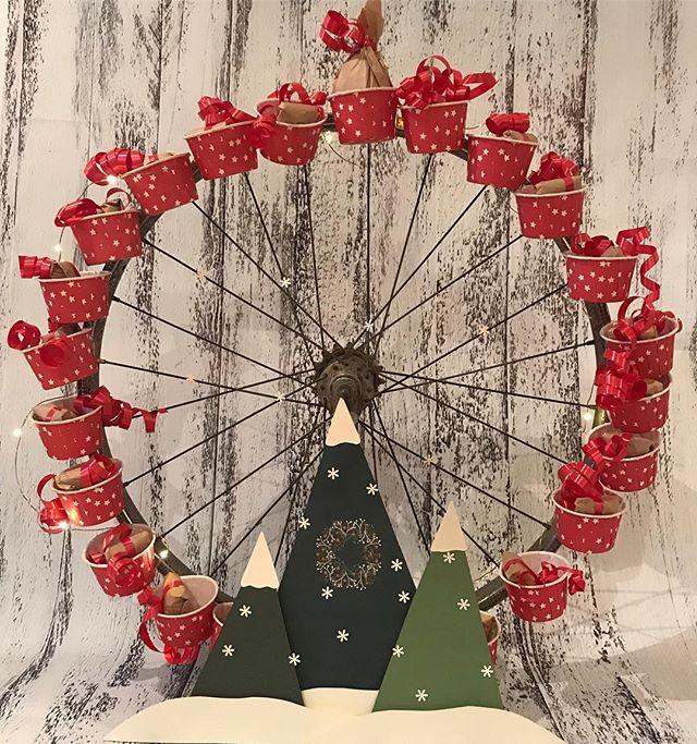 Ca parle de ce calendrier de l'avent sur mon blog :). Une petite roue de vélo pour faire une grande roue de Noël. #ciloubidouille #adventcalendar #calendrierdelavent #calendrierdelavent2018 #upcycling