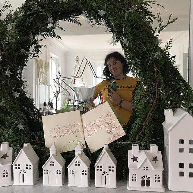 Il s'est passé quoi pour que j'offre la même chose à mon mari et à mon fils ainé à Noël ??? Ah oui... le Temps ! Ps : je vous vois venir avec vos gros sabots... Non je ne dirai ce qu'il y a dans les enveloppes. Pas avant Noël en tout cas :) ! #mamandegrandsenfants #decorationdenoel #christmasdecor
