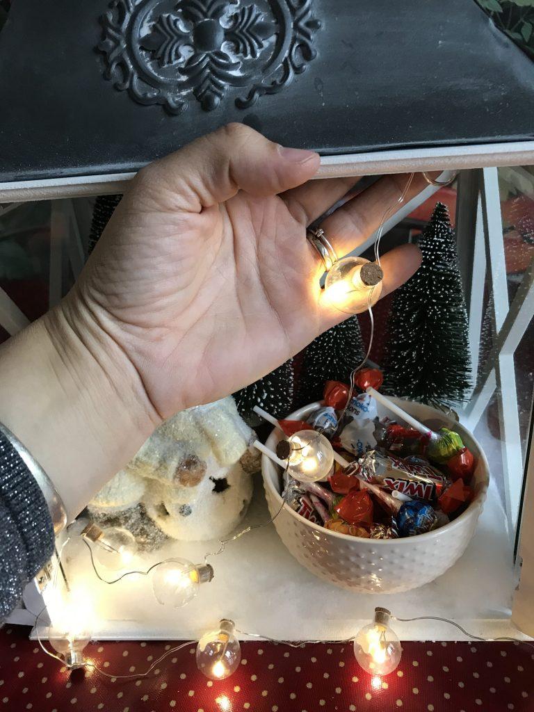 Calendrier de l'avent dans une lanterne - guirlande