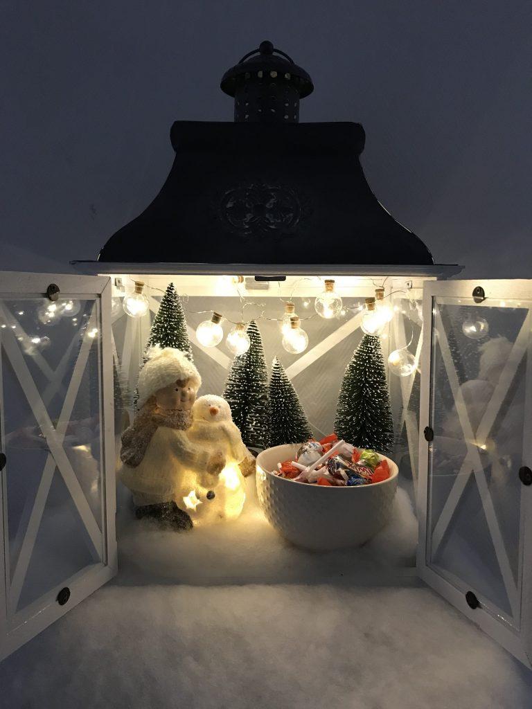 calendrier de l'avent dans une lanterne