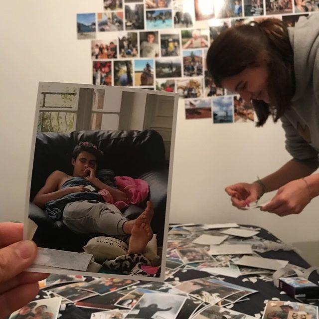 Déco surprise en cours dans la chambre de Erwan ! C'est long à faire mais quel plaisir que de revoir toutes ces photos !!!