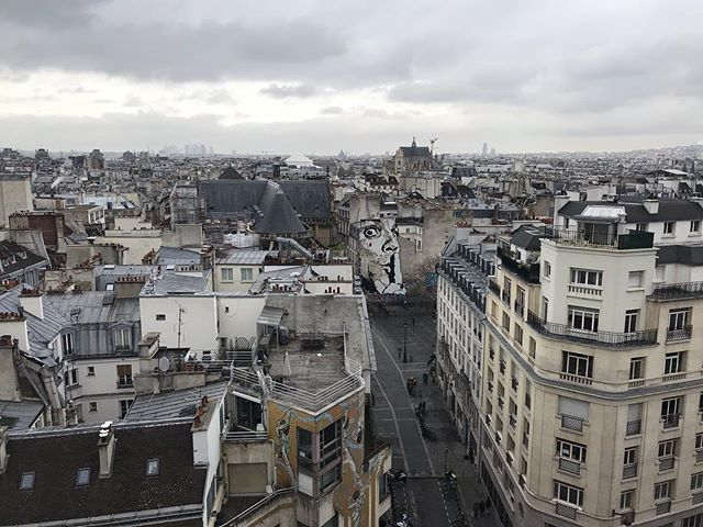 Les toits de Paris du haut de la terrasse du boulot d'une amie (tout le monde a suivi ?). #paris #toitsdeparis #notredamedeparis