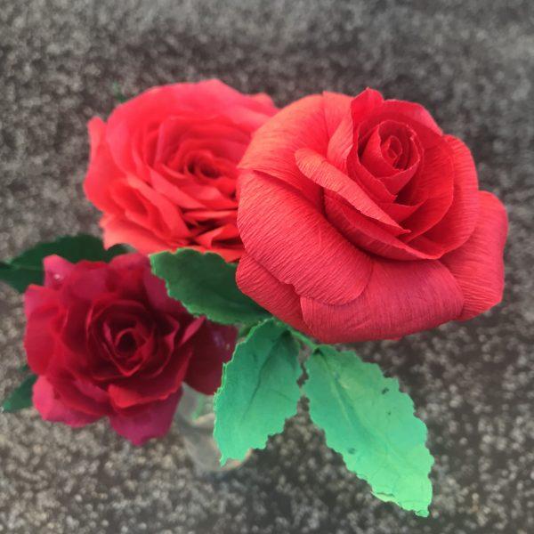 apprendre à faire des roses en papier