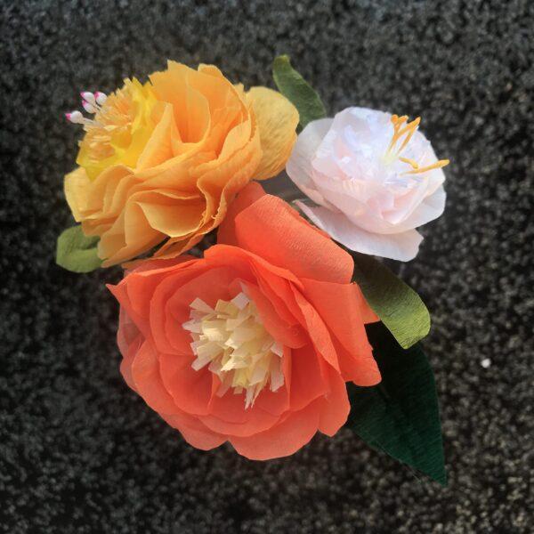fleurs multicolores en papier crépon