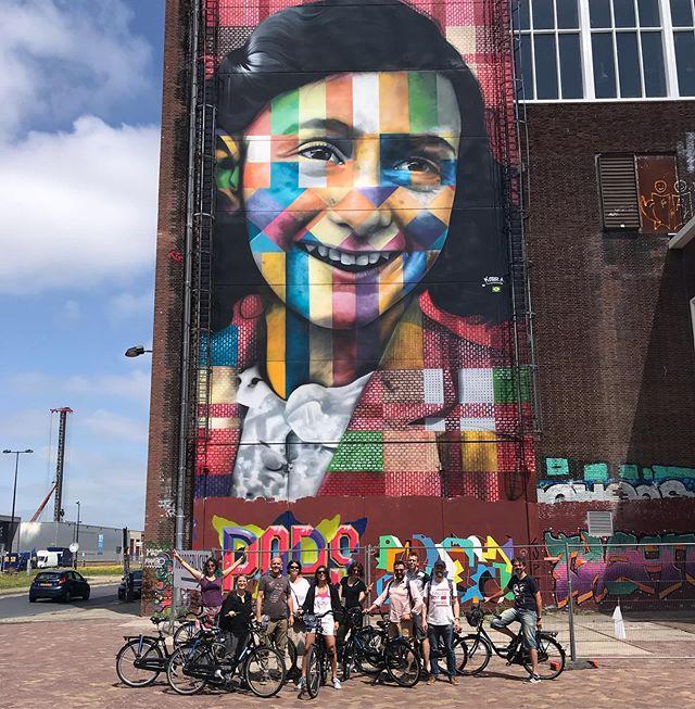Un petit tour au NDSM, ancien chantier naval sur la rive Nord de Amsterdam. Lieu alternatif, rempli de street-art, c'est aussi une résidence universitaire où les étudiants vivent dans des containers réhabilités. Bref, un endroit sympa à arpenter :). #amsterdam #ndsm #instainsolite