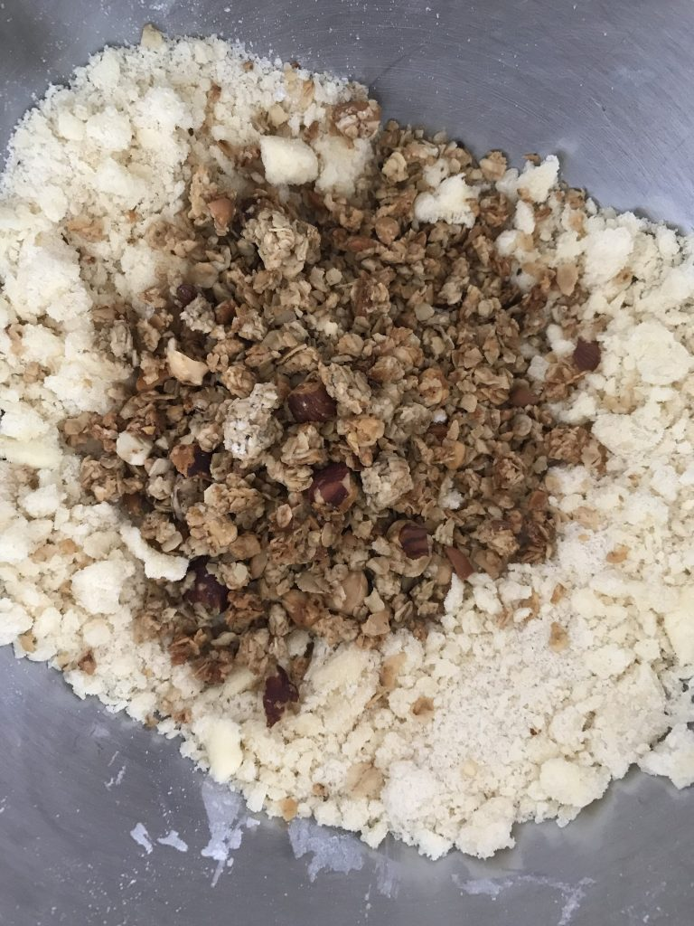 rajoutez du granola dans votre pâte à crumble