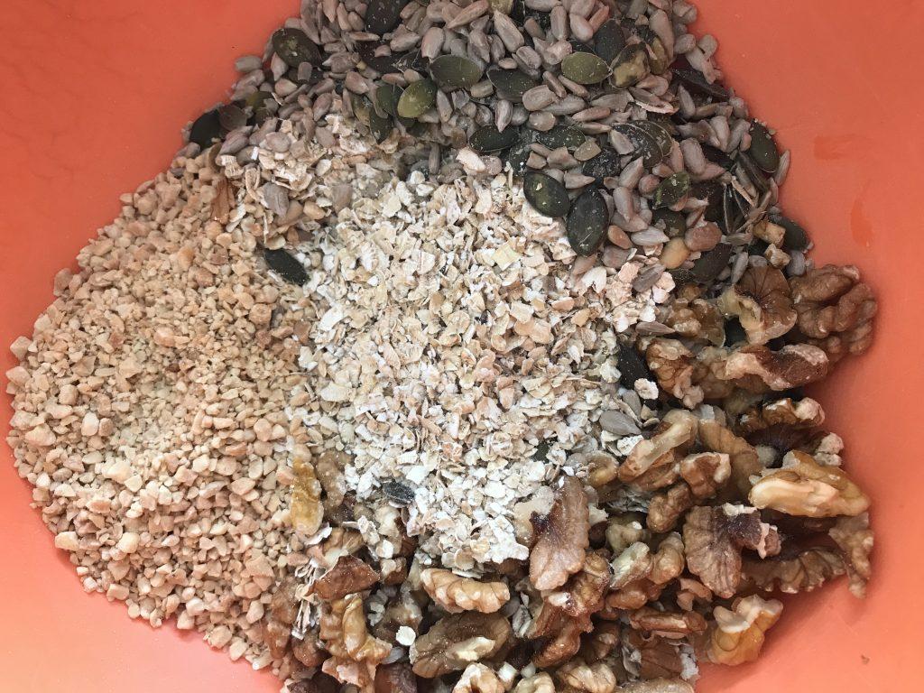 noix, avoine, graines de courge, graines de tournesol, cacahuète
