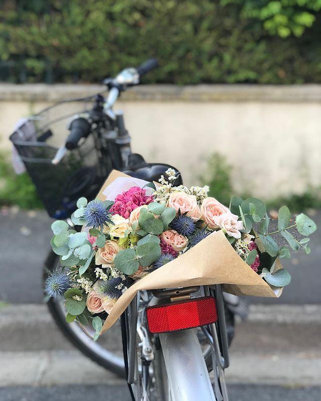 Hier je me suis offert le plaisir d'un atelier floral sur comment apprendre à composer un bouquet comme les fleuristes. Merci à @maisonehrparis pour la transmission du savoir et pour la gentillesse :). Il faut vraiment que je rédige un article sur les ateliers créatifs originaux à Paris. Parce qu'il n'y a pas que la broderie et la punch needle dans la vie ;). #ateliercreatif #artfloral #fleursfraiches #bouquetdefleurs #maisonerh