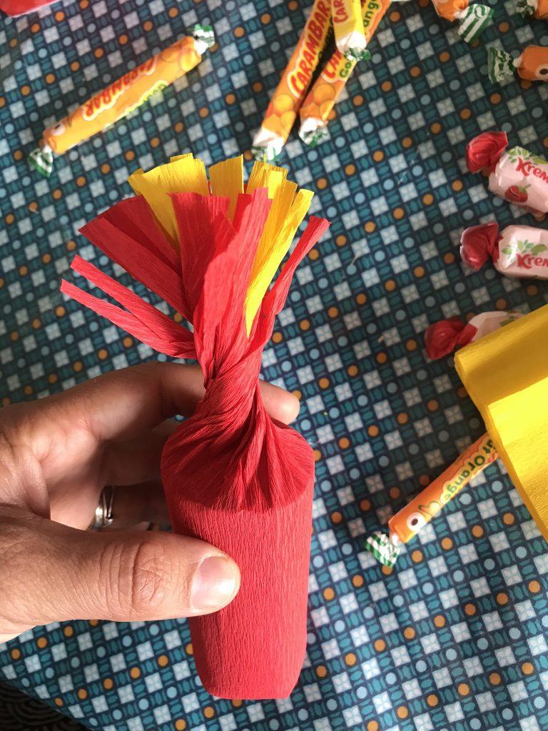 fabriquer la mèches du bâton de dynamite pinata