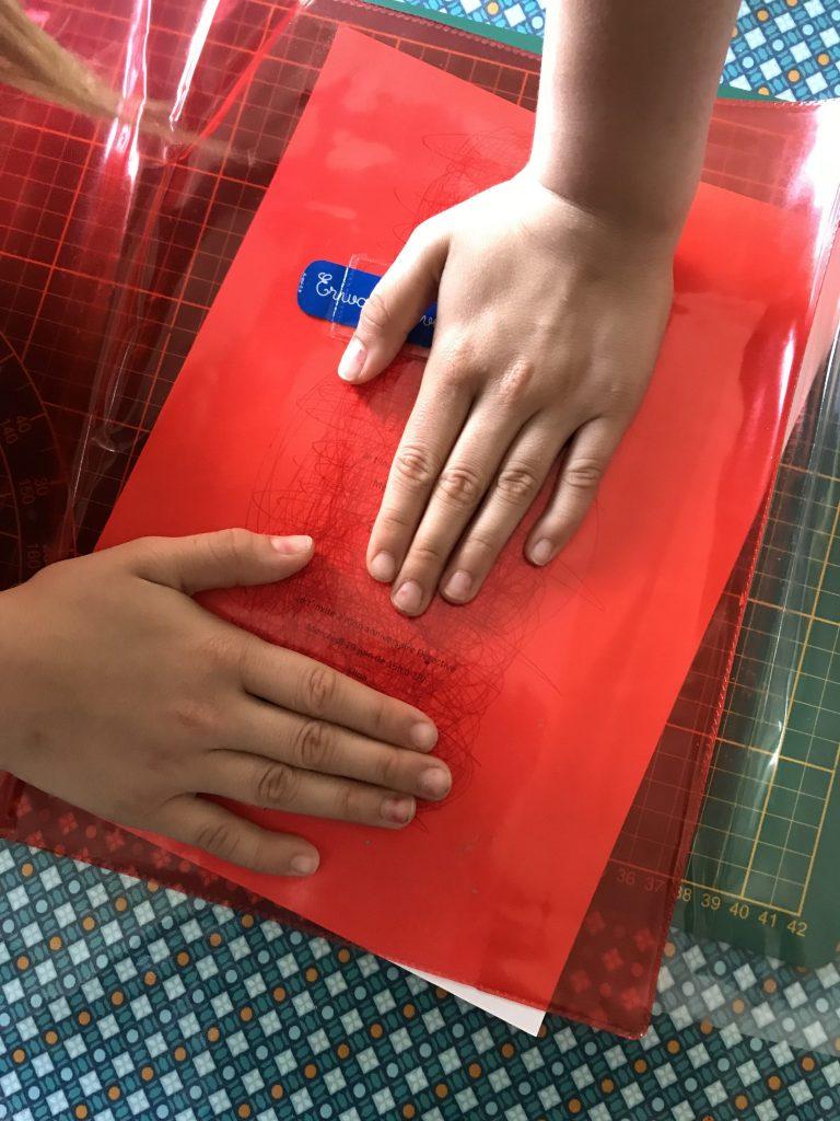 utiliser un protège cahier rouge