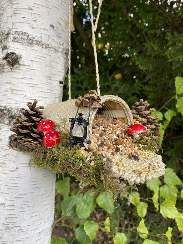 mangeoire à oiseaux maison