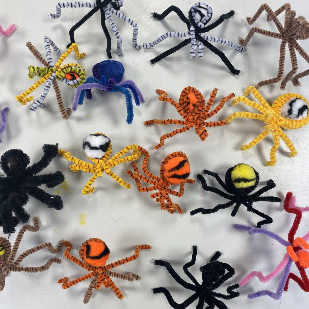 Atelier araignée en cure-pipe