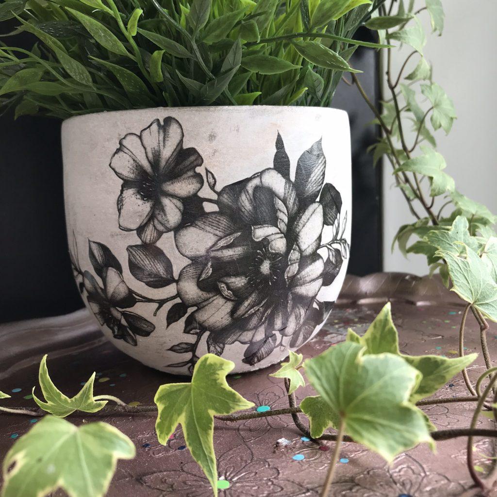 tatouage sur pot de fleur