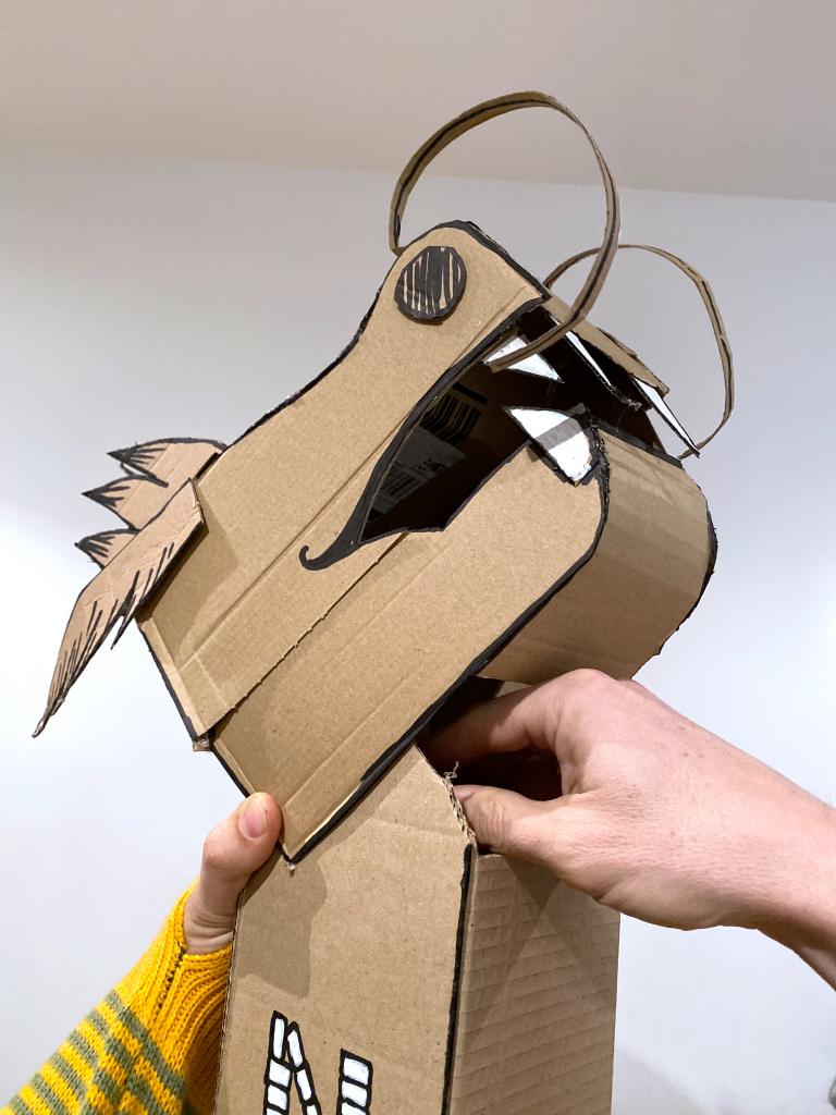 tête de dragon en carton PEZ