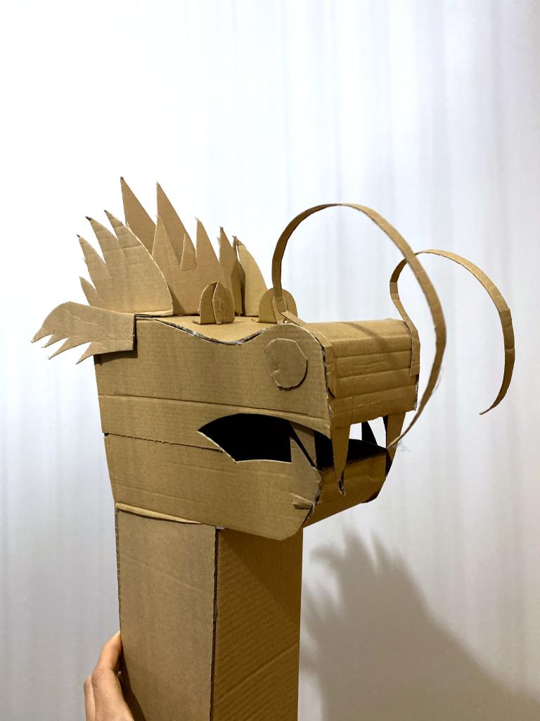 tête de dragon en carton